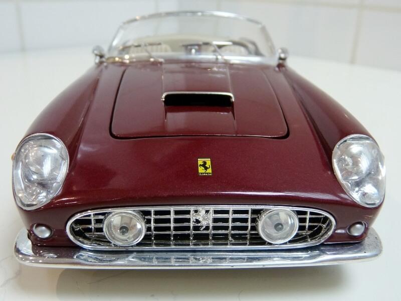 Ferrari 250 GT California Spyder SWB - 1961 - HotWheels 1/18 ème Fe250g23