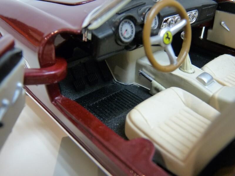Ferrari 250 GT California Spyder SWB - 1961 - HotWheels 1/18 ème Fe250g27