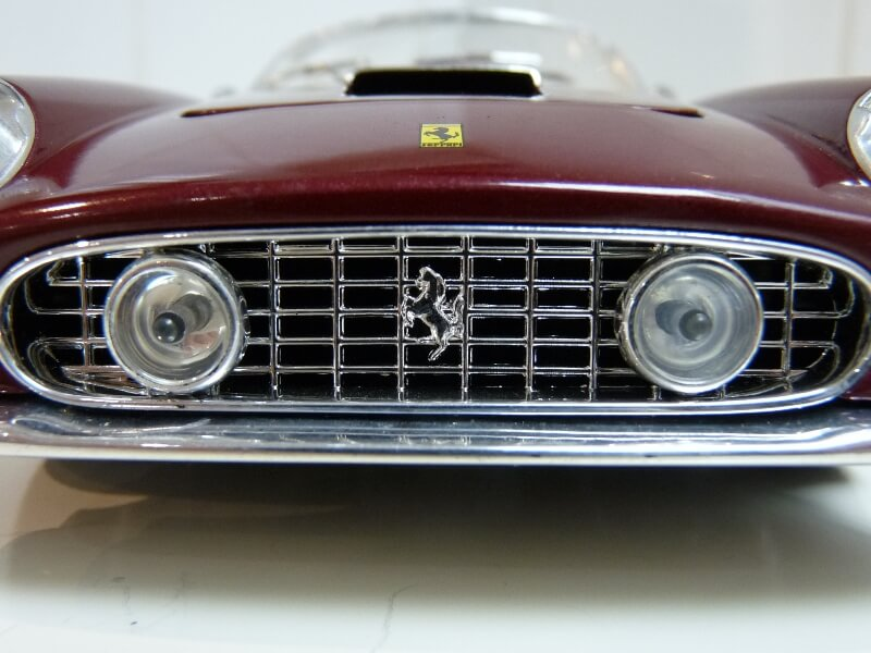Ferrari 250 GT California Spyder SWB - 1961 - HotWheels 1/18 ème Fe250g30