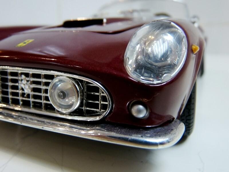 Ferrari 250 GT California Spyder SWB - 1961 - HotWheels 1/18 ème Fe250g32