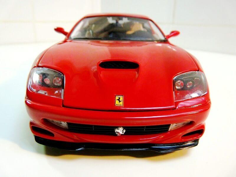 Ferrarri 550 Maranello - 1990 - BBurago 1/18 ème Fe550_11