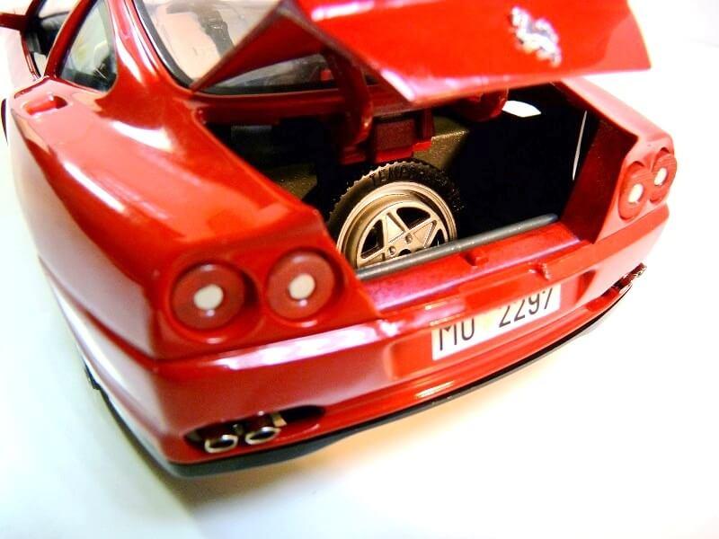 Ferrarri 550 Maranello - 1990 - BBurago 1/18 ème Fe550_17
