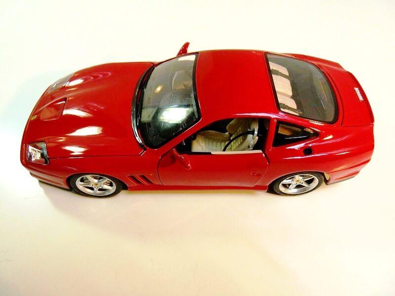 Ferrarri 550 Maranello - 1990 - BBurago 1/18 ème Fe550_19