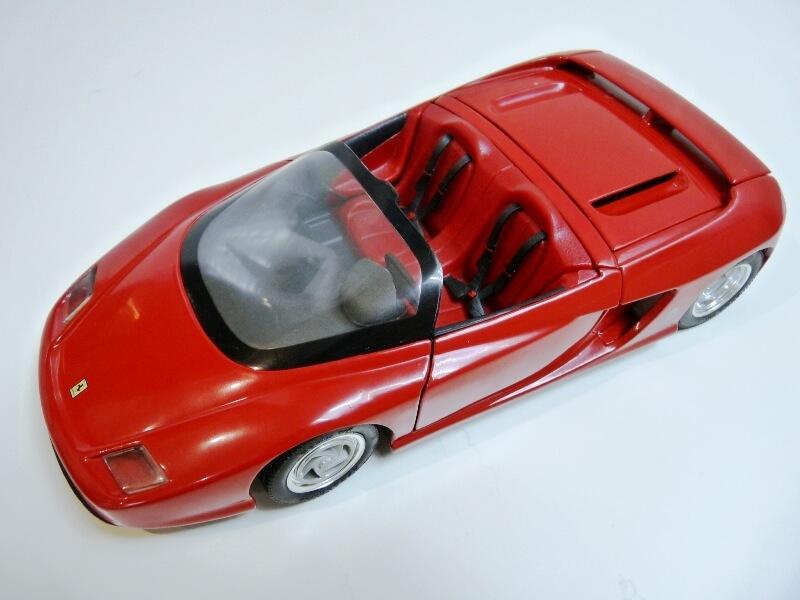 Ferrari Pininfarina Mythos - 1989 - Revell Métal 1/18 ème Ferp_m10