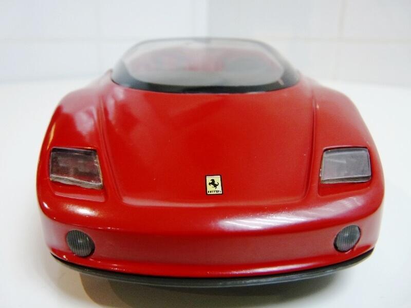Ferrari Pininfarina Mythos - 1989 - Revell Métal 1/18 ème Ferp_m11