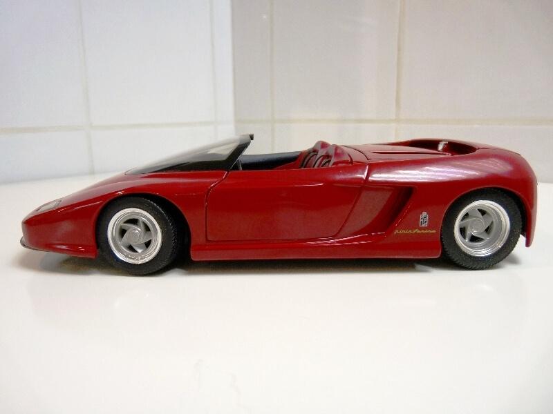 Ferrari Pininfarina Mythos - 1989 - Revell Métal 1/18 ème Ferp_m14