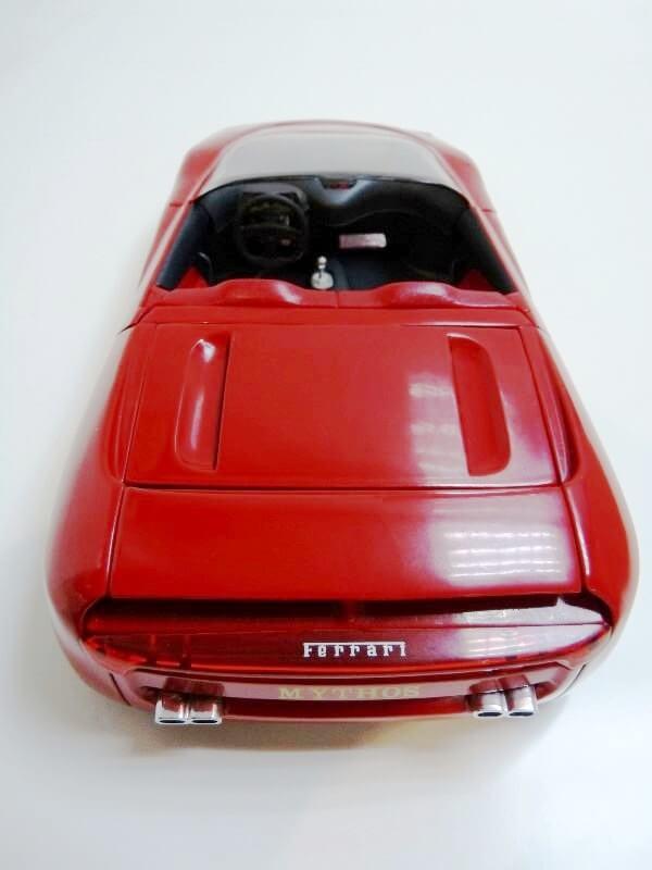 Ferrari Pininfarina Mythos - 1989 - Revell Métal 1/18 ème Ferp_m17