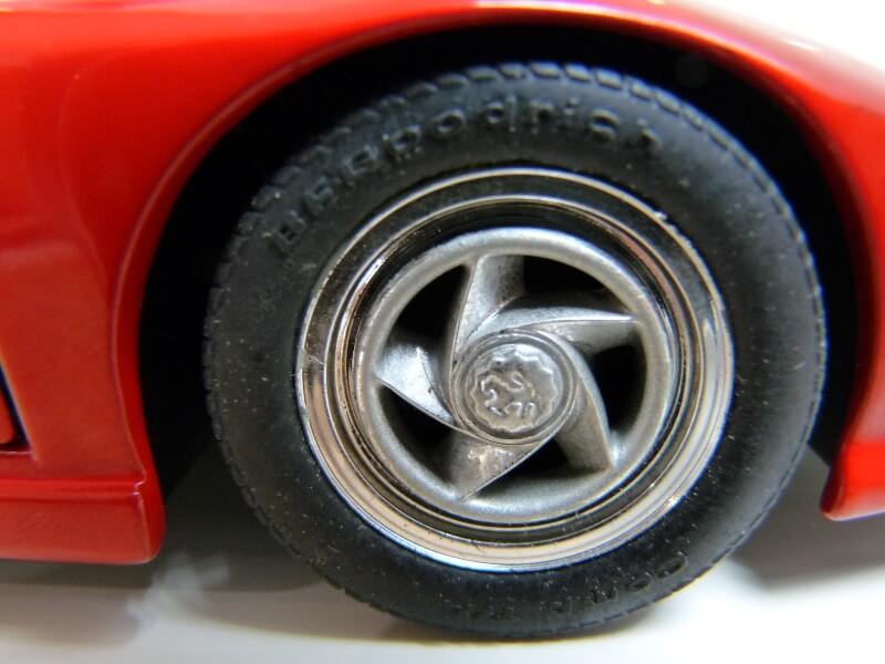 Ferrari Pininfarina Mythos - 1989 - Revell Métal 1/18 ème Ferp_m18