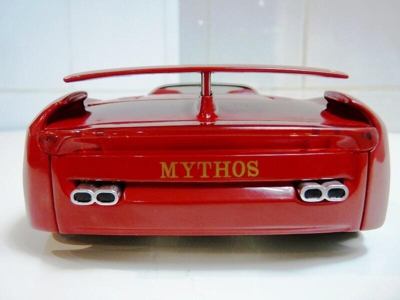 Ferrari Pininfarina Mythos - 1989 - Revell Métal 1/18 ème Ferp_m19