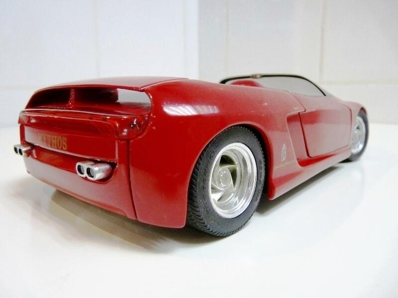 Ferrari Pininfarina Mythos - 1989 - Revell Métal 1/18 ème Ferp_m22