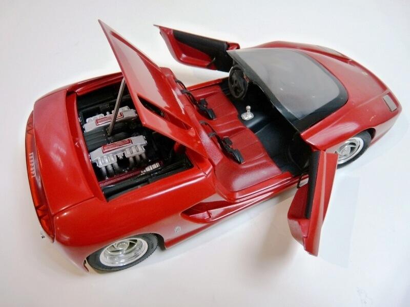 Ferrari Pininfarina Mythos - 1989 - Revell Métal 1/18 ème Ferp_m23