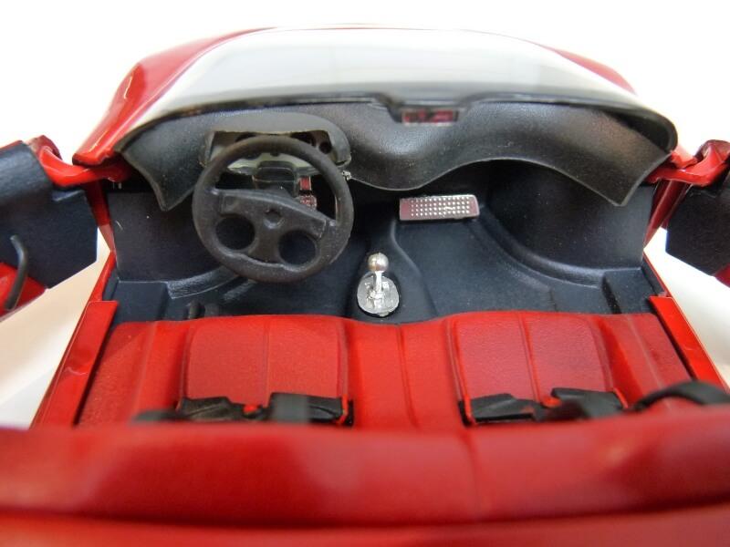 Ferrari Pininfarina Mythos - 1989 - Revell Métal 1/18 ème Ferp_m24