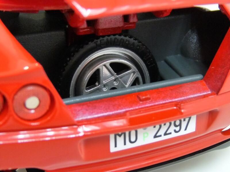 Ferrari 550 Maranello - 1996 - BBurago 1/18 ème Ferra136