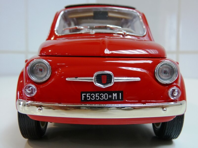 Fiat Nuova 500 - 1964 - BBurago 1/16 ème Finu5022