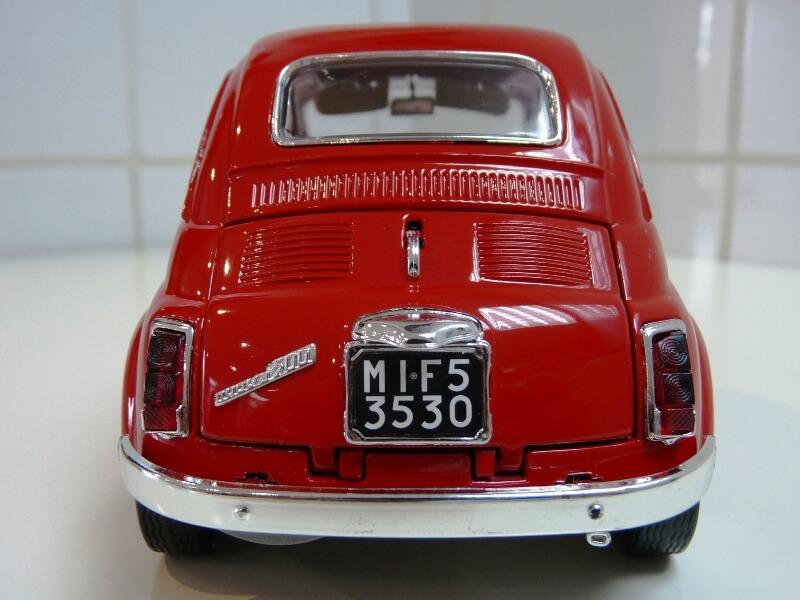 Fiat Nuova 500 - 1964 - BBurago 1/16 ème Finu5023