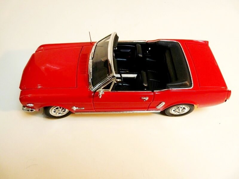 Ford Mustang Cabriolet 1/2 - 1964 - Solido 1/18 ème Ford_m10