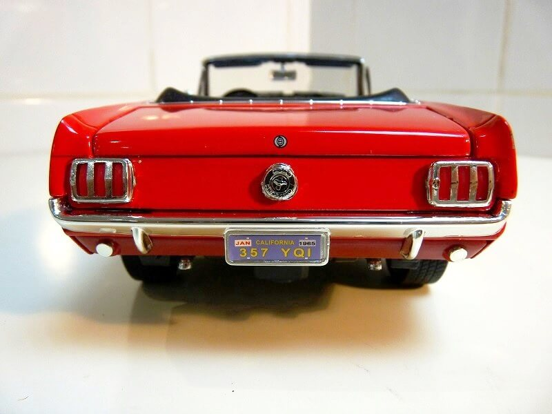 Ford Mustang Cabriolet 1/2 - 1964 - Solido 1/18 ème Ford_m11