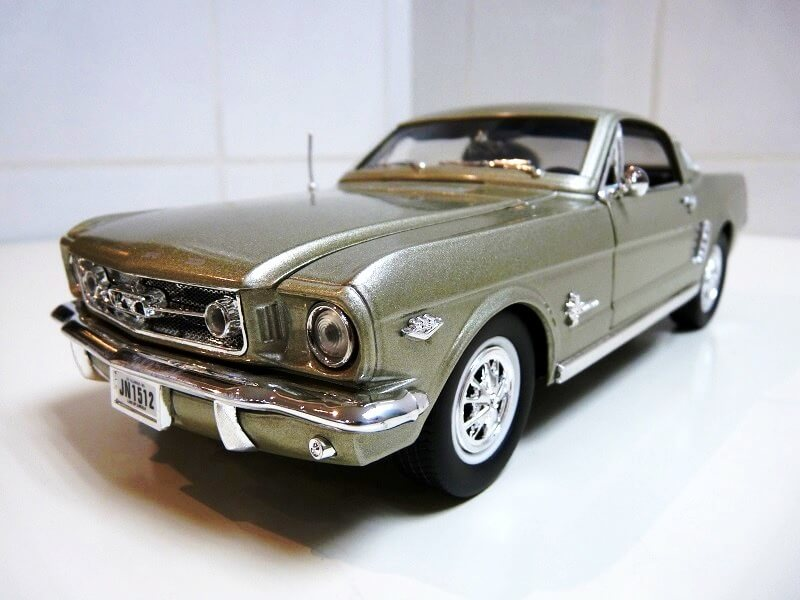 Ford Mustang Fastback - 1965 - Solido 1/18 ème Ford_m19