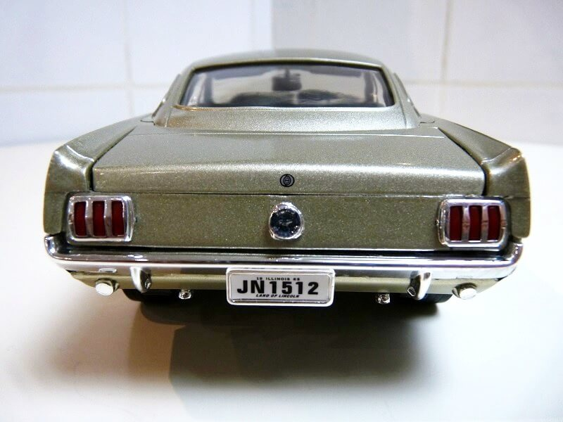Ford Mustang Fastback - 1965 - Solido 1/18 ème Ford_m20