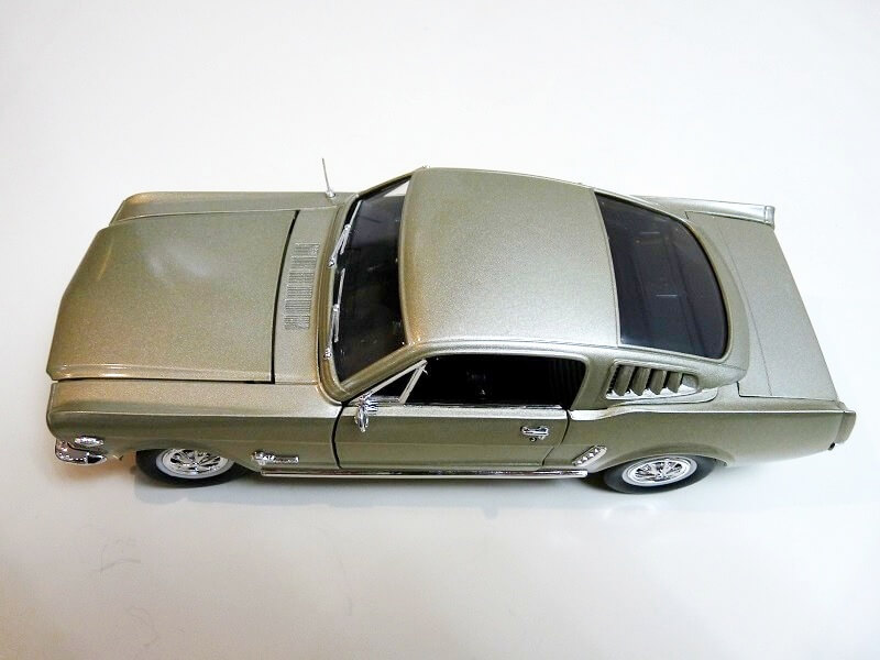 Ford Mustang Fastback - 1965 - Solido 1/18 ème Ford_m21