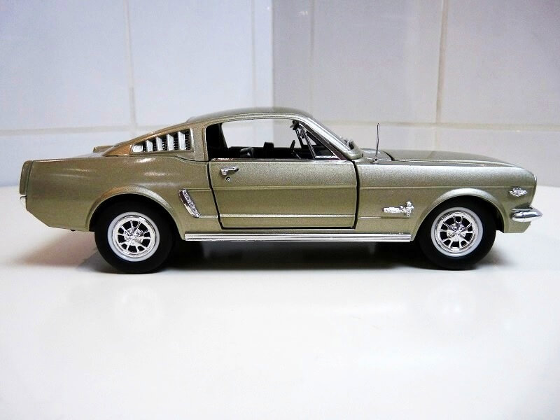 Ford Mustang Fastback - 1965 - Solido 1/18 ème Ford_m22