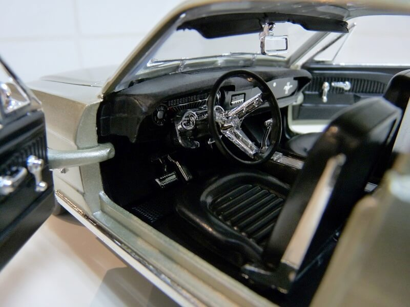 Ford Mustang Fastback - 1965 - Solido 1/18 ème Ford_m25