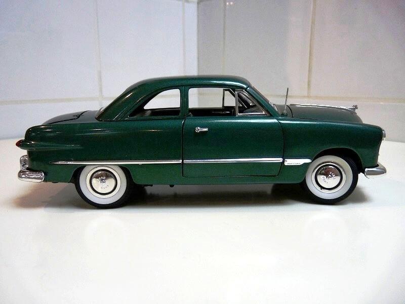 Ford Sedan Berline - 1949 - Solido 1/18 ème Ford_s12
