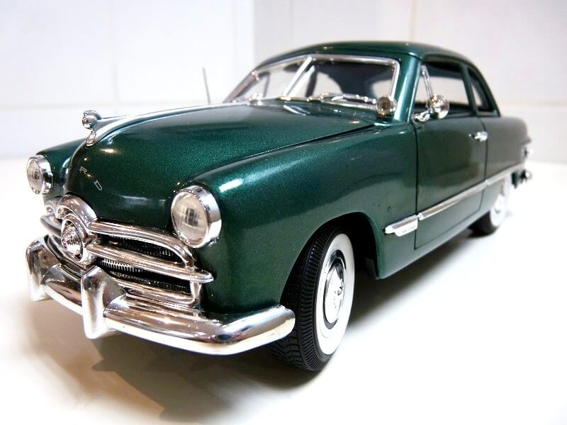 Ford Sedan Berline - 1949 - Solido 1/18 ème Ford_s13