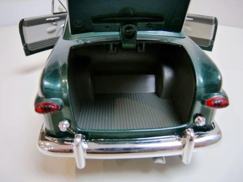 Ford Sedan Berline - 1949 - Solido 1/18 ème Ford_s15