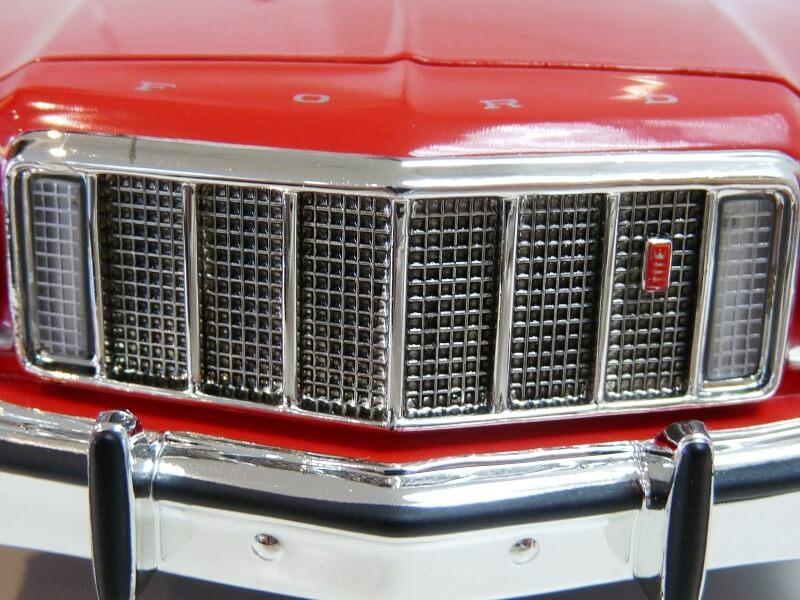 Ford gran torino Starsky & Hutch - 1976 - ERTL 1/18 ème Ford_s46