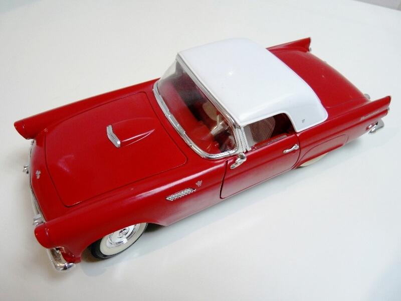 Ford Thunderbird - 1955 - Revell Métal 1/18 ème Ford_t11