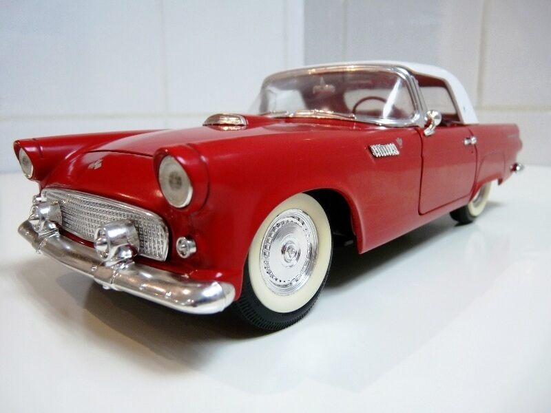 Ford Thunderbird - 1955 - Revell Métal 1/18 ème Ford_t13