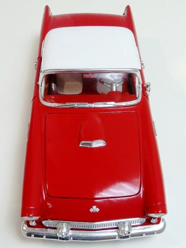 Ford Thunderbird - 1955 - Revell Métal 1/18 ème Ford_t16