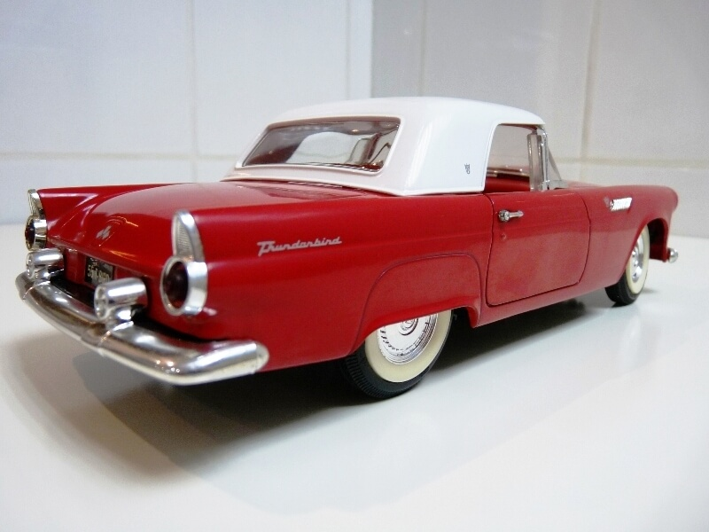 Ford Thunderbird - 1955 - Revell Métal 1/18 ème Ford_t21