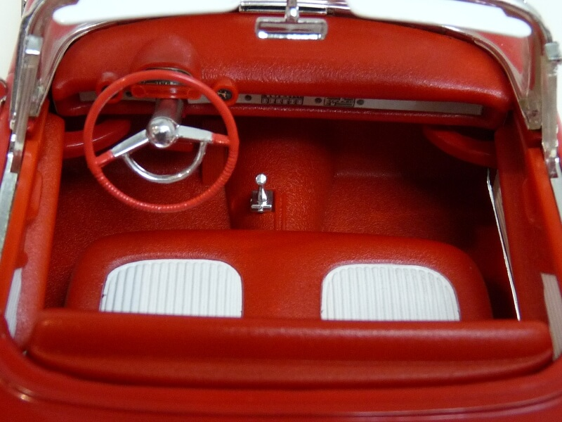 Ford Thunderbird - 1955 - Revell Métal 1/18 ème Ford_t22