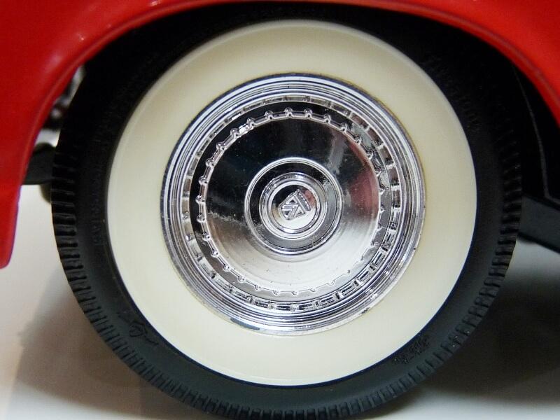 Ford Thunderbird - 1955 - Revell Métal 1/18 ème Ford_t25