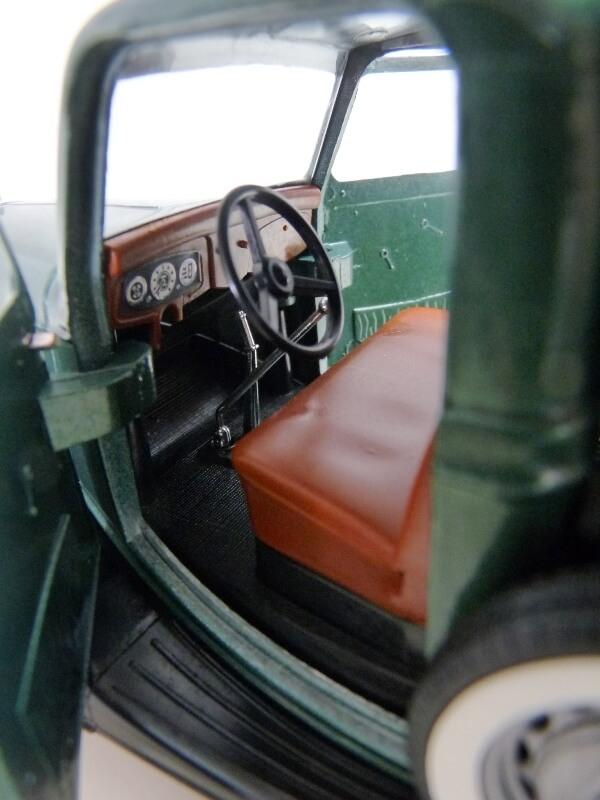 "Ford V8 Pick-up vert bâché ""Coca-cola"" - 1936 - Solido 1/19 ème Fordv868"