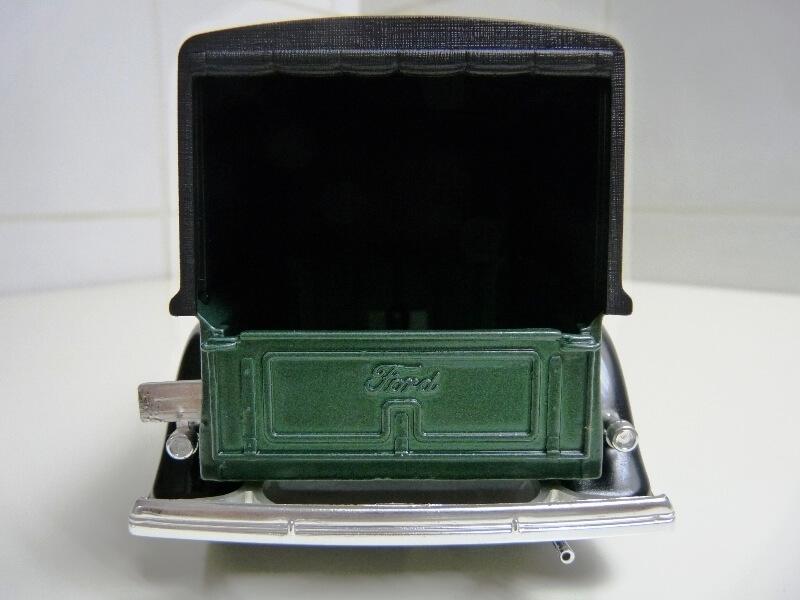 "Ford V8 Pick-up vert bâché ""Coca-cola"" - 1936 - Solido 1/19 ème Fordv871"