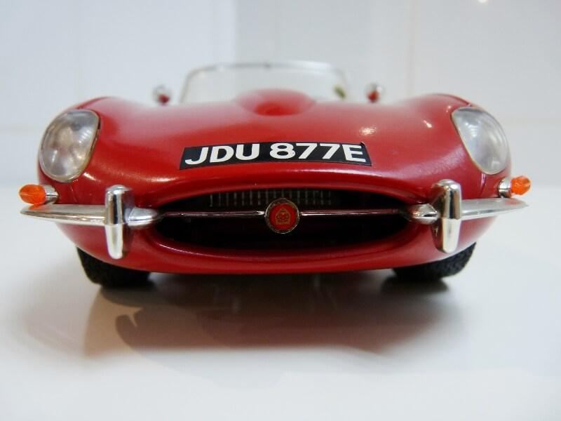 Jaguar Type E Cabriolet rouge - 1961 - BBurago 1/18 ème Jte_ca11
