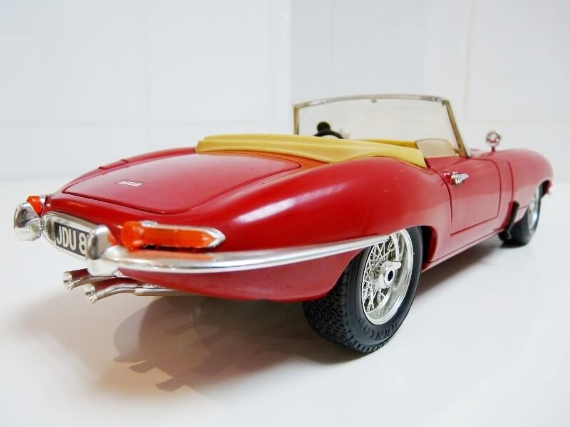 Jaguar Type E Cabriolet rouge - 1961 - BBurago 1/18 ème Jte_ca12