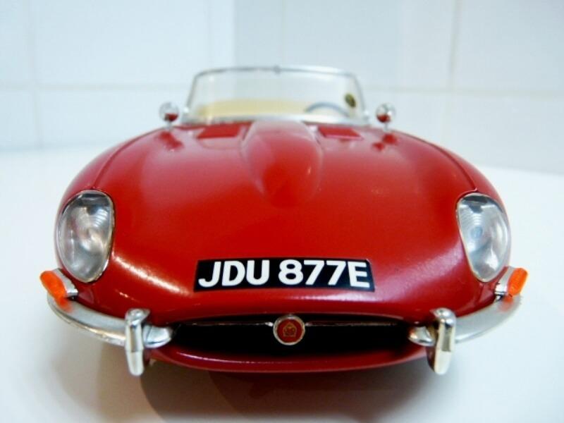 Jaguar Type E Cabriolet rouge - 1961 - BBurago 1/18 ème Jte_ca13