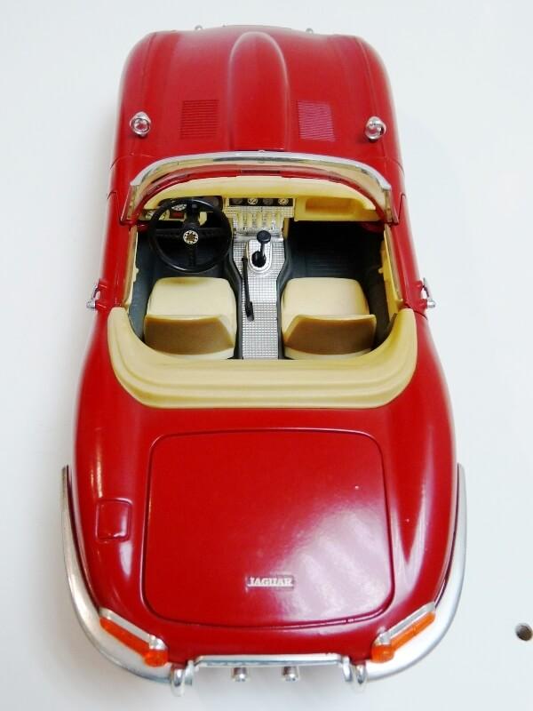 Jaguar Type E Cabriolet rouge - 1961 - BBurago 1/18 ème Jte_ca17