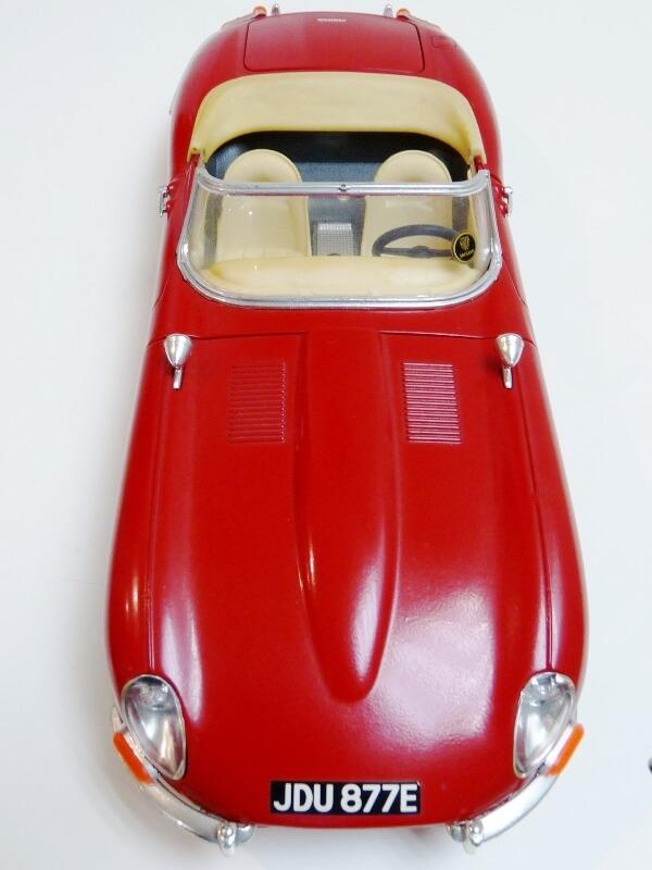 Jaguar Type E Cabriolet rouge - 1961 - BBurago 1/18 ème Jte_ca19