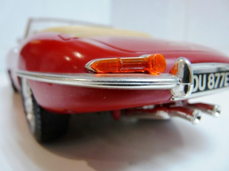 Jaguar Type E Cabriolet rouge - 1961 - BBurago 1/18 ème Jte_ca20
