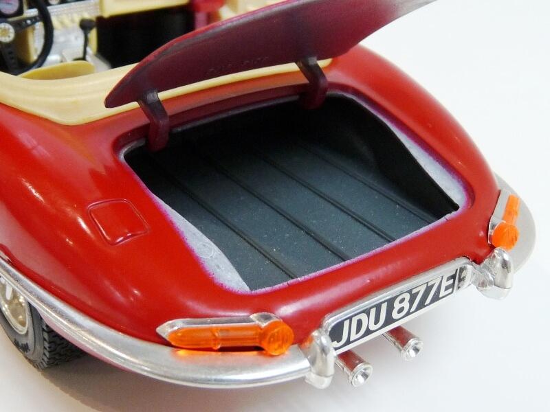 Jaguar Type E Cabriolet rouge - 1961 - BBurago 1/18 ème Jte_ca21
