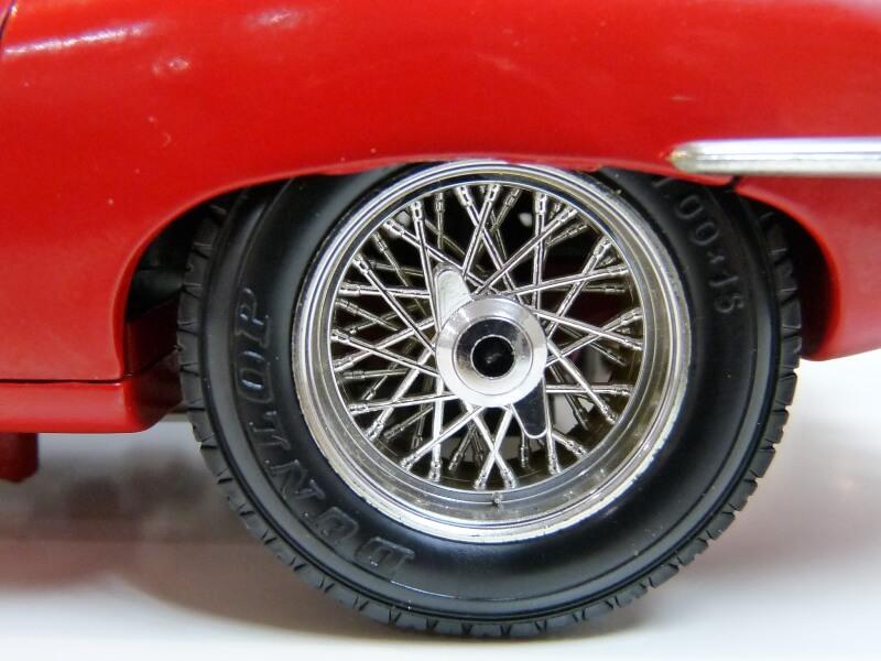Jaguar Type E Cabriolet rouge - 1961 - BBurago 1/18 ème Jte_ca24