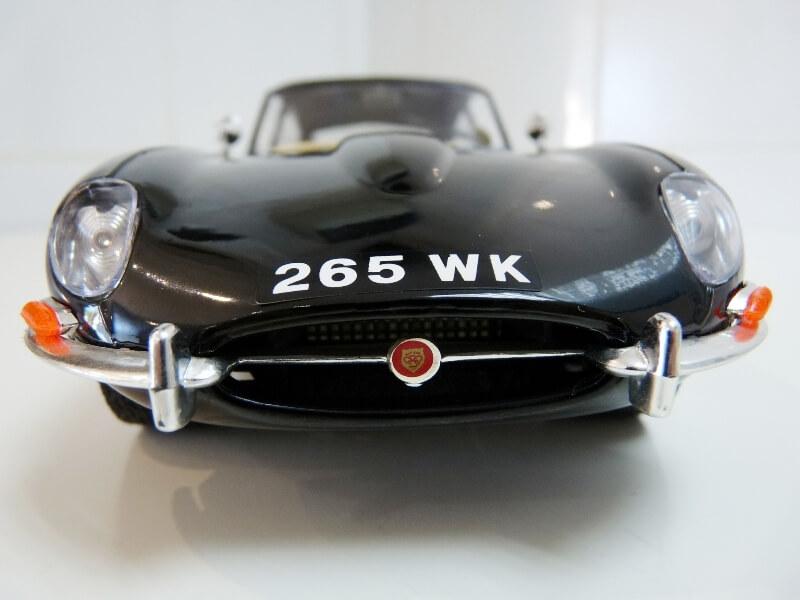 Jaguar Type E Coupé noir - 1961 - BBurago 1/18 Jte_cn10