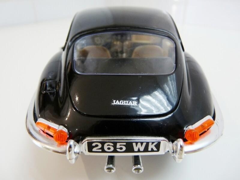 Jaguar Type E Coupé noir - 1961 - BBurago 1/18 Jte_cn16