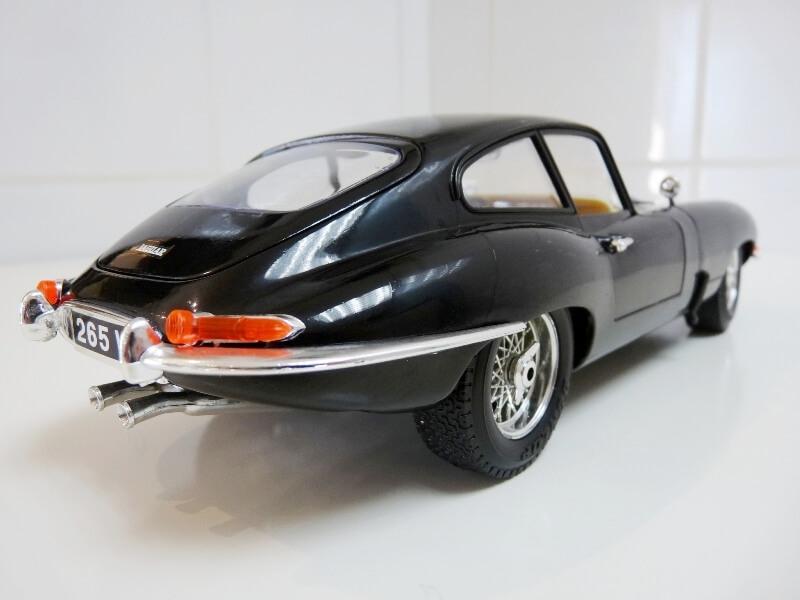 Jaguar Type E Coupé noir - 1961 - BBurago 1/18 Jte_cn17