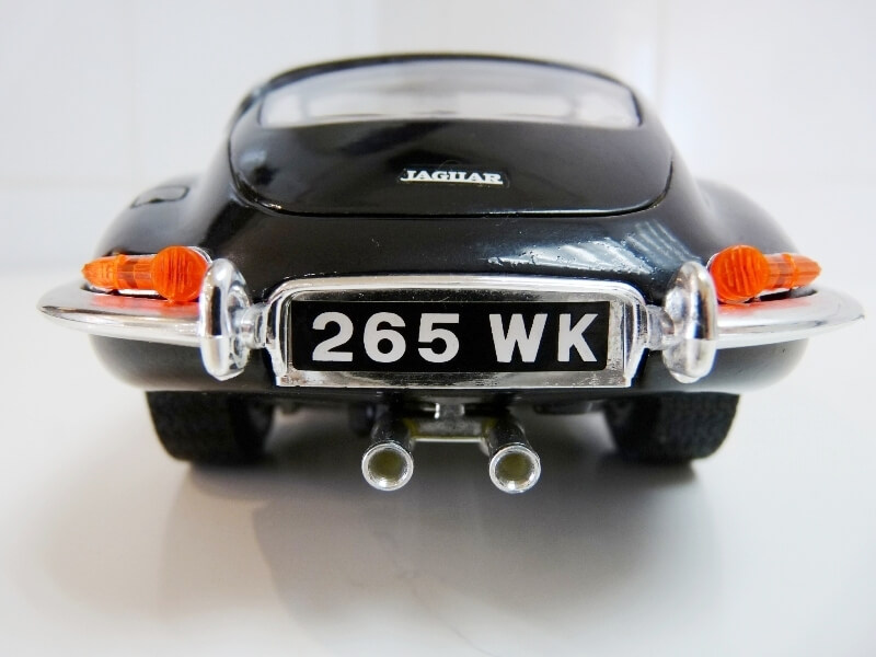 Jaguar Type E Coupé noir - 1961 - BBurago 1/18 Jte_cn20